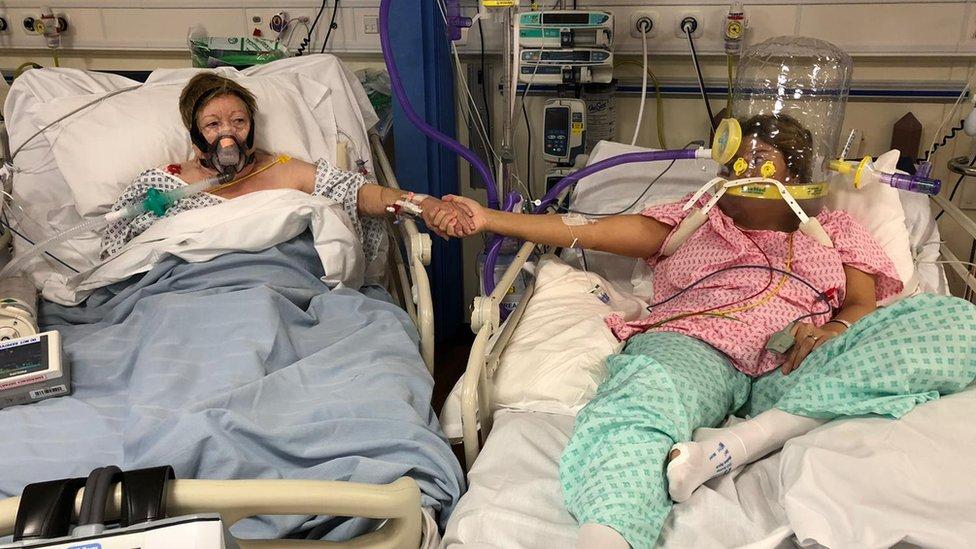 عکس دختر و مادرش قبل از مرگ او از بیماری covid-19 (و چرا دختر تصمیم به توزیع آن گرفته است) – اروپا – بین المللی