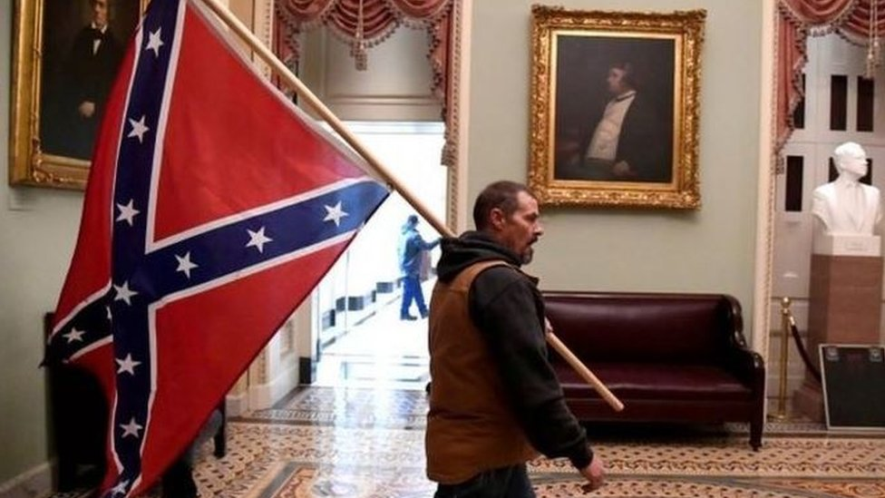 حمله به پایتخت ایالات متحده: پرچم کنفدراسیون بین المللی – ایالات متحده و کانادا – بین المللی