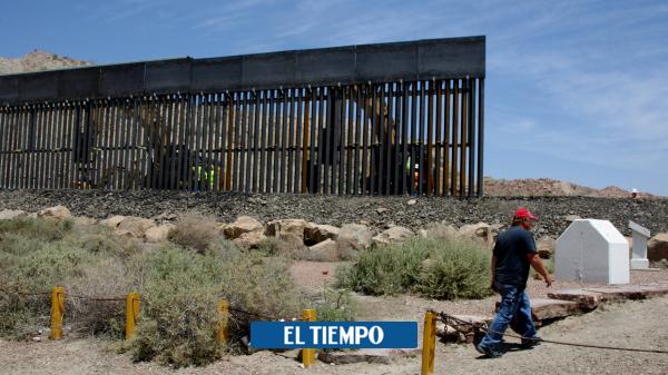 یک مهاجر باردار که در دیواری بین مکزیک و ایالات متحده – ایالات متحده آمریکا – بین المللی گرفتار شده است